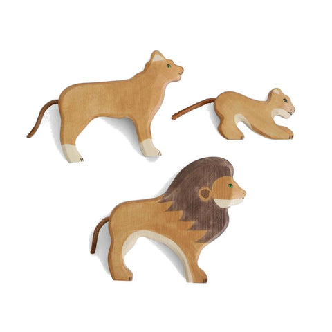Wooden Lion Family Set