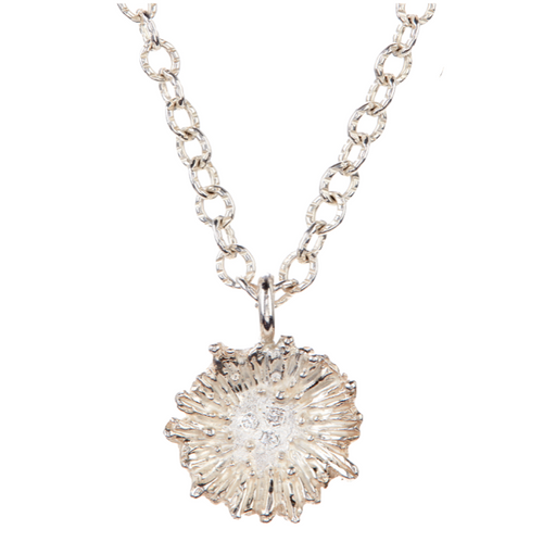18K white gold Ruffle Necklace with white Diamonds