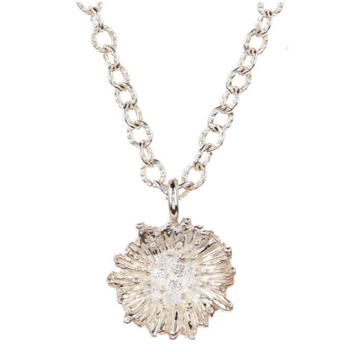 18K Gold Ruffle Necklace with white Diamonds