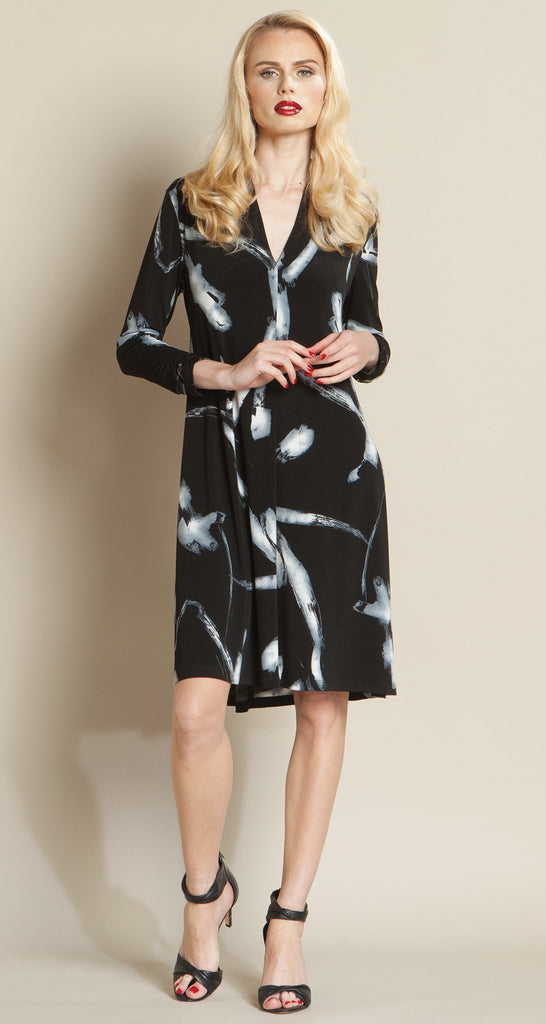 Printed Narrow V Swing Dress