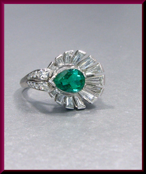 Antique Vintage Retro Platinum 1940's Columbian Emerald and Diamond Cocktail Ring Statement Ring