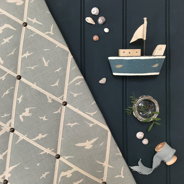 Peony & Sage French Memoboard in Seagulls