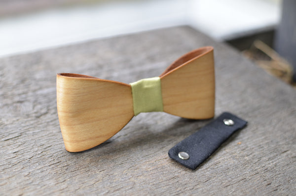 Wood Bow Tie with Leather Neck Piece MAPLE