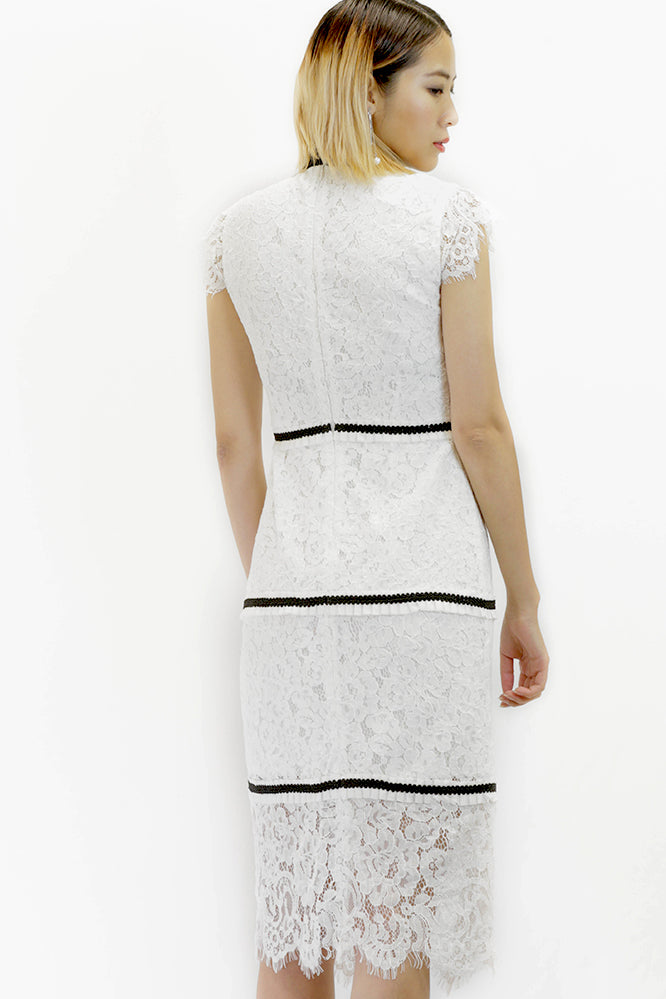 Short Lace Dress in White and Black