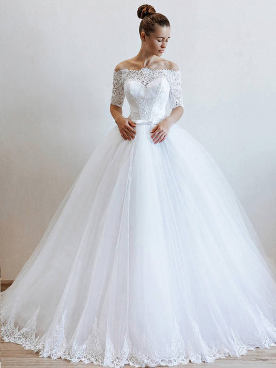 Chic A-line Off-the-shoulder Half Sleeve Tulle Lace Modest Wedding Dress AM366