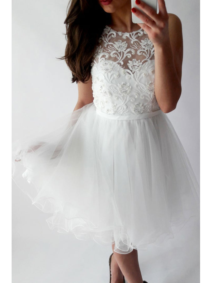A-line Scoop Sleeveless Short Prom Dress With Lace White Homecoming Dress AMY1050