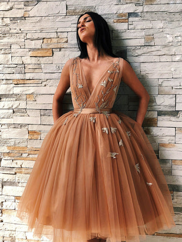 Chic A line Short Prom Dress V neck Knee Length Homecoming Dresses Party Evening Dress AMY2019