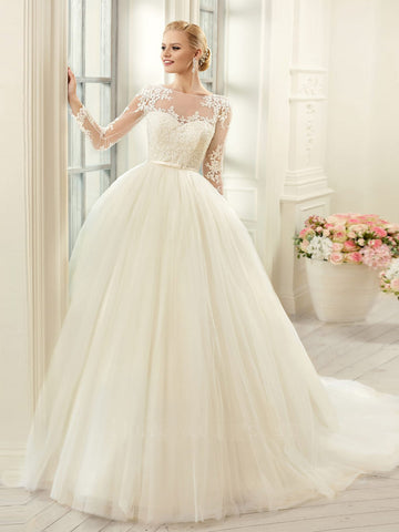 2018 Chic A-line Bateau Long Sleeve Ivory Wedding Dress Modest Lace Wedding Dresses AMY2307