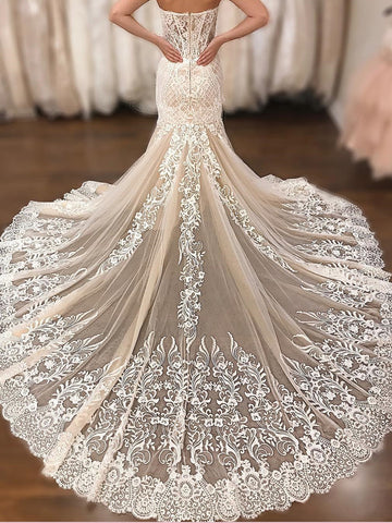 2018 Chic Trumpet/Mermaid Sweetehart Sleeveless Lace Wedding Dresses Sweep/Brush Train Wedding Dress AMY2379