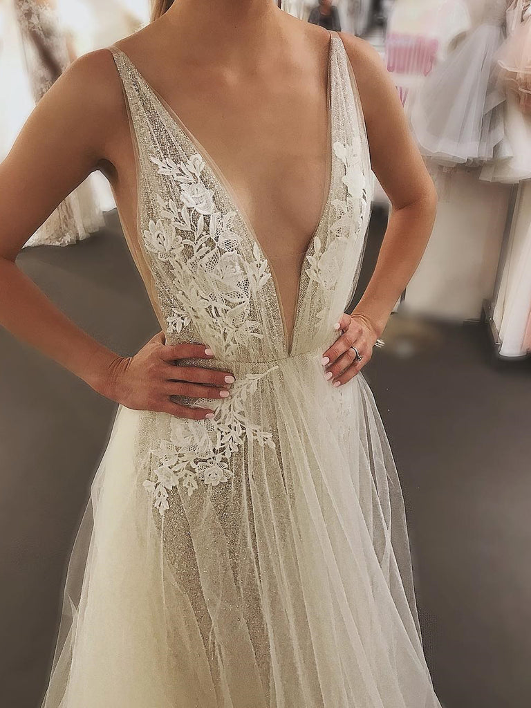 2019 Chic A-line Deep V neck Long Prom Dresses Applique Prom Dress Evening Dresses AMY2381