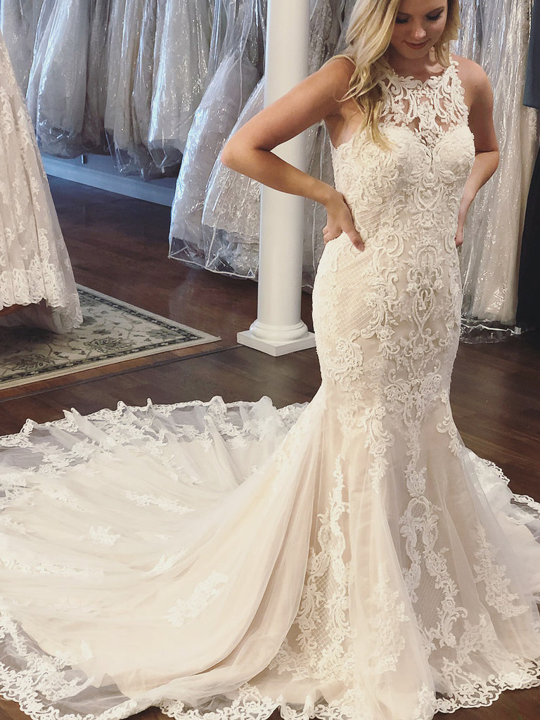 2018 Chic Trumpet/Mermaid Scoop Sleeveless Lace Wedding Dresses Sweep/Brush Train Wedding Dress AMY2387