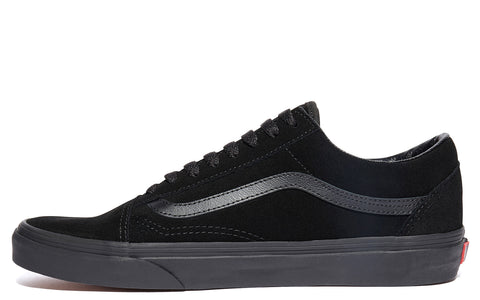 AW17 UA Old Skool in Triple Black (VA38G1NRI)