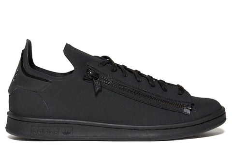 AW17 Triple Black Matt Stan Smith in Black