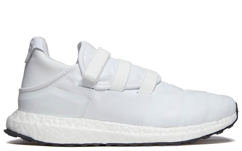 AW17 Triple White Zazu Boost in White (CG3157)