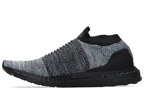 SS18 Ultraboost Laceless in Core Black/White