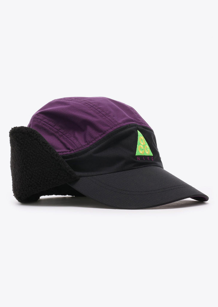 Tailwind Sherpa Cap in Black/Night Purple
