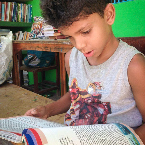 Thiago  reading