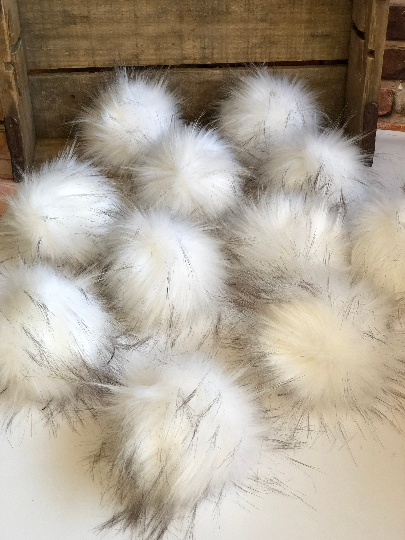 Arctic Fox  Faux Fur Pom Pom - KitchenKlutter