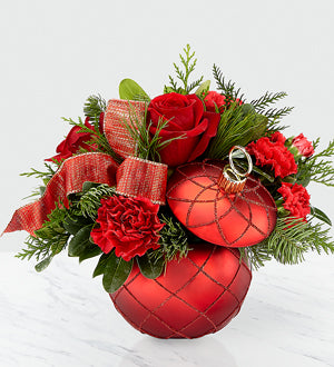 THE FTD® CHRISTMAS MAGIC™ BOUQUET 18-C5