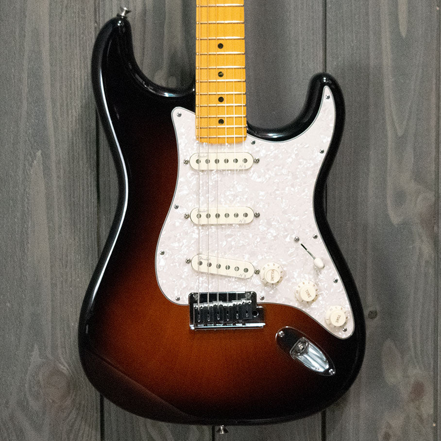 Fender Stratocaster Deluxe w/ HSC (Used - 2012)