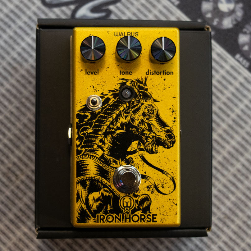 Walrus Audio Iron Horse LM308 Distortion V2