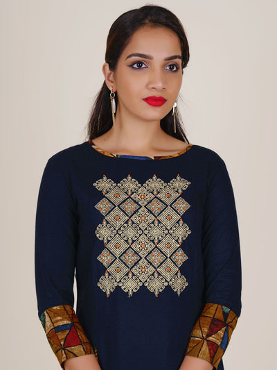 Resham, Crystal & Beads Work Printed Godet Panelled Kurti