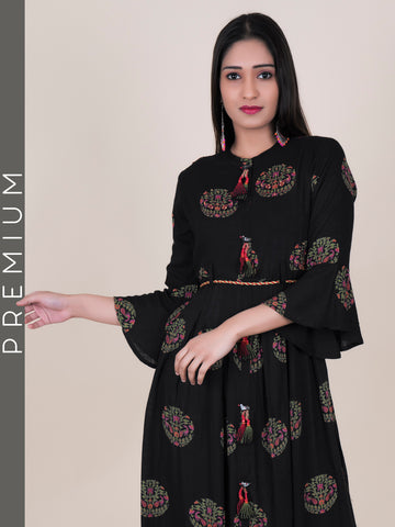 Dori Belt With Parrot Brooch, Beads & Cone Tasseled Pleated Cotton Kurti