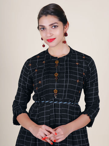 Rose Brooch & Tasseled Belt With Pleated Chequered Cotton Kurti