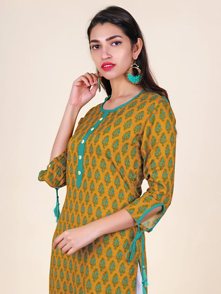 Dori & Tasseled Cutaway Sleeves Printed Cotton Kurti