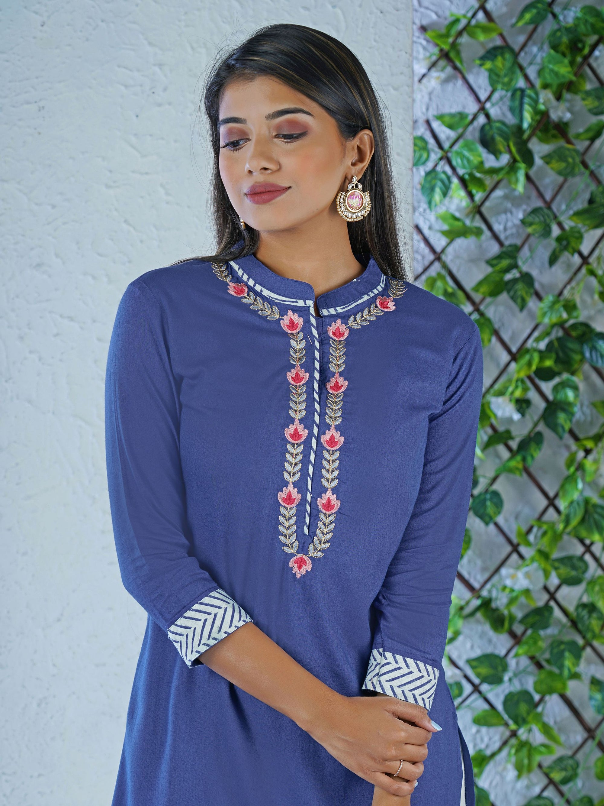 Stripe Bordered Floral & Zari Embroidered Kurta