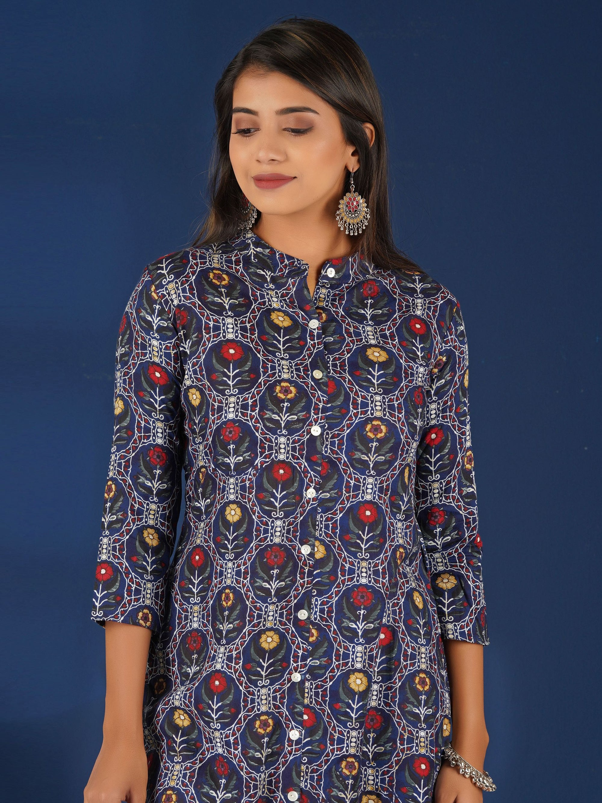 Mother-Pearl Buttoned Abstract & Floral Print Kurti