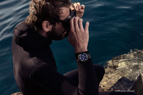 Diving watch, diver watch