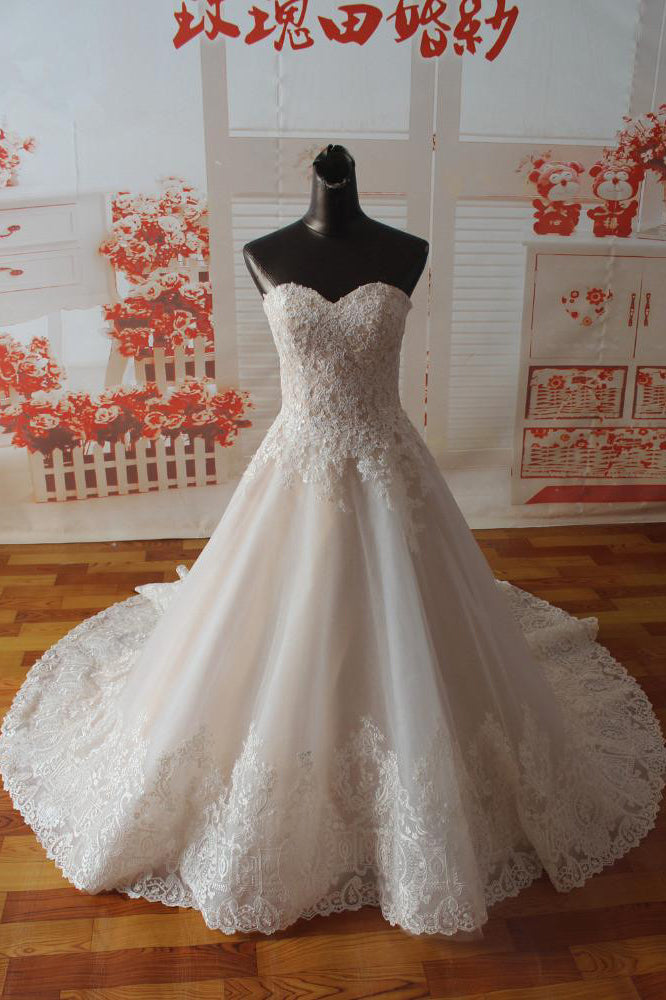 Gorgeous Sweetheart Tulle Wedding Dress with Lace Appliques, Strapless Bridal Dress
