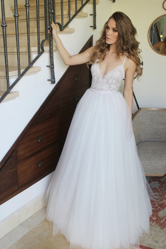 New Arrival Spaghetti Straps Ivory Floor Length Tulle Beach Wedding Dress with Lace,N627