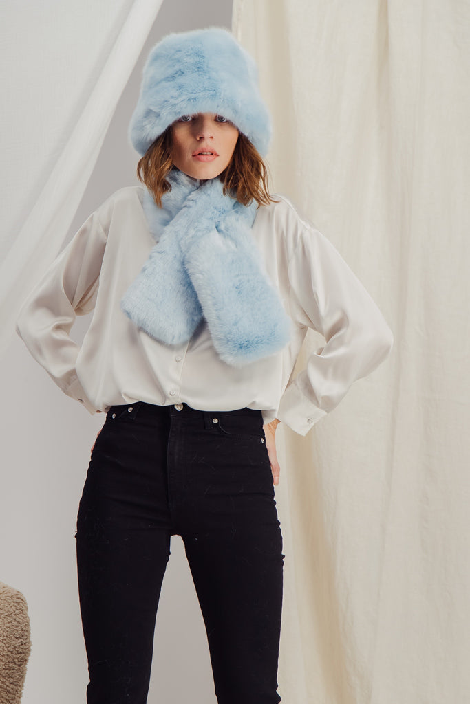 SASHA - Sustainable Blue faux fur Scarf