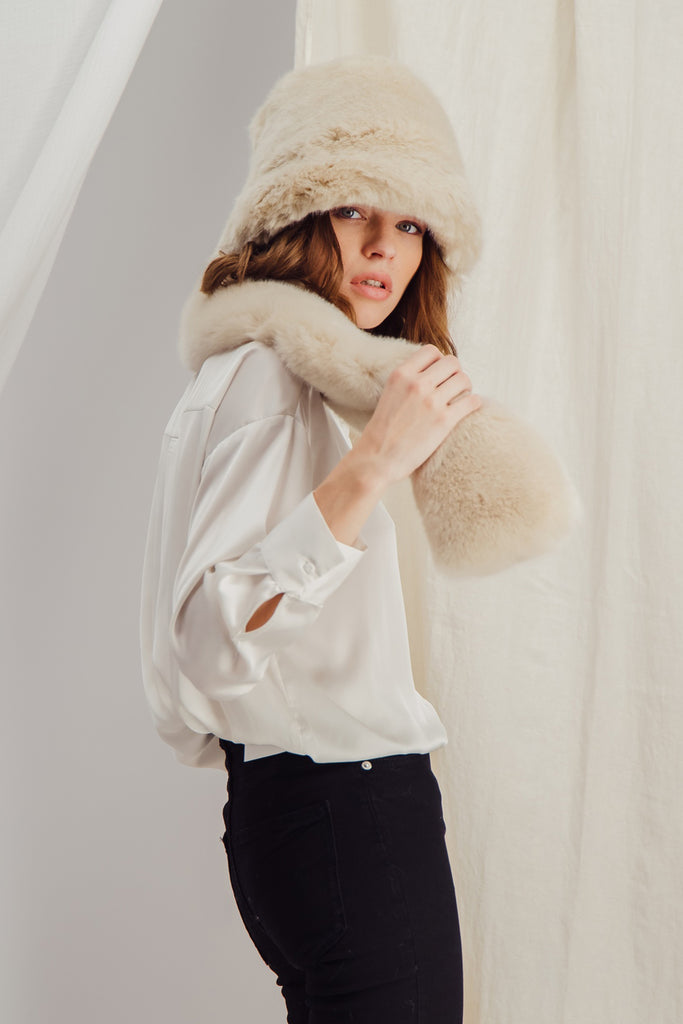 SASHA - Sustainable Beige faux fur Scarf