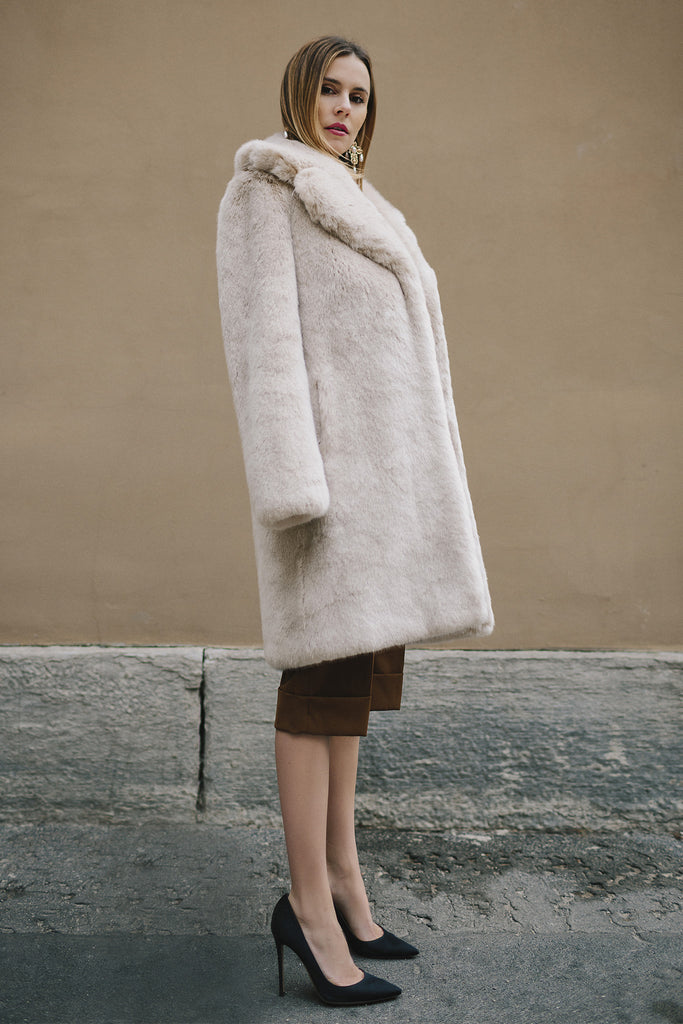 LOUVE - Beige Faux Fur Coat