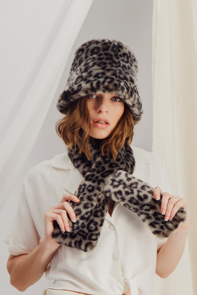 SASHA - Sustainable Leopard faux fur Scarf
