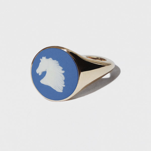 WEDGWOOD BLUE AND WHITE HORSE HEAD GOLD RING