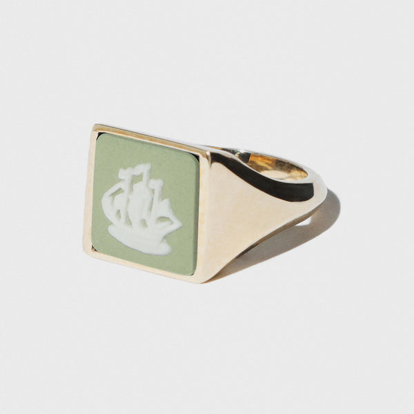 WEDGWOOD GOLDEN HIND GALLEON SAGE/WHITE GOLD RING