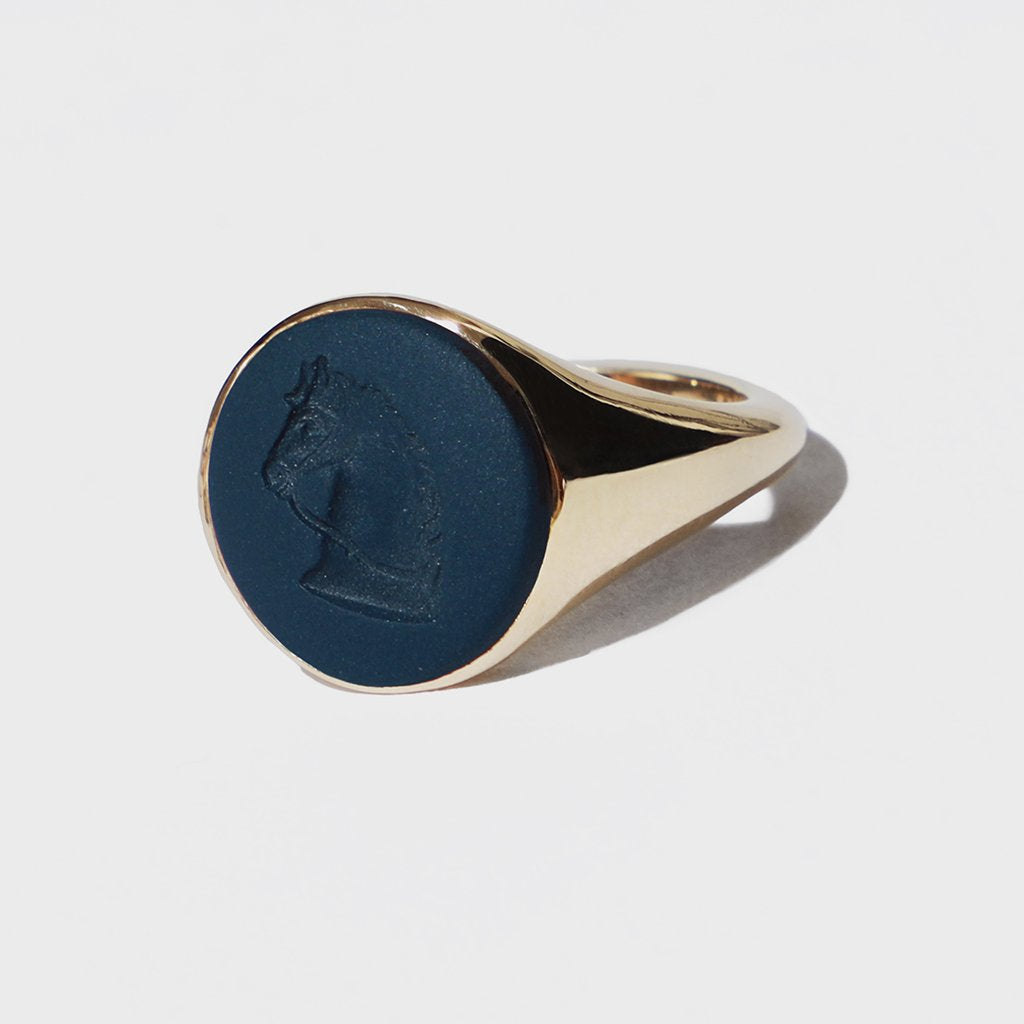 WEDGWOOD HORSE SIGNET RING GOLD