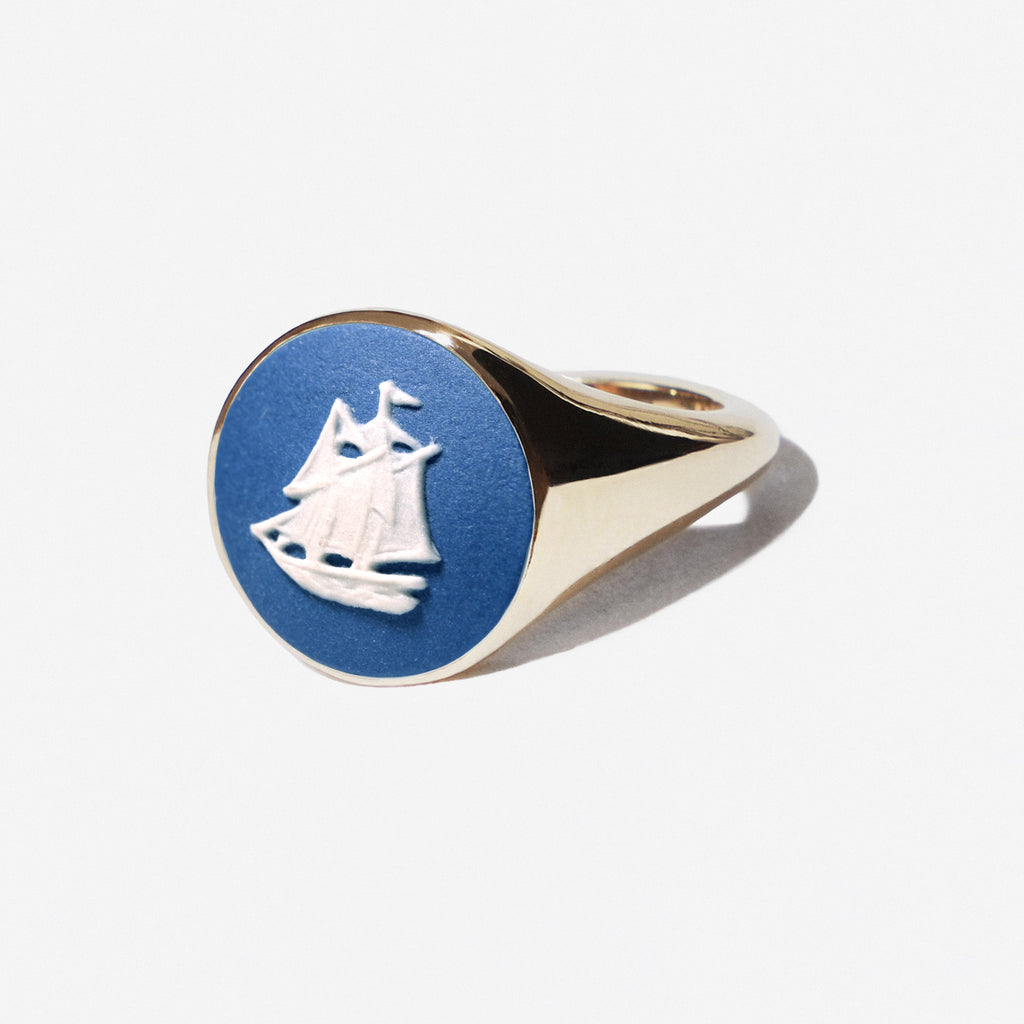 WEDGWOOD PORTLAND BLUE SAILBOAT SIGNET RING