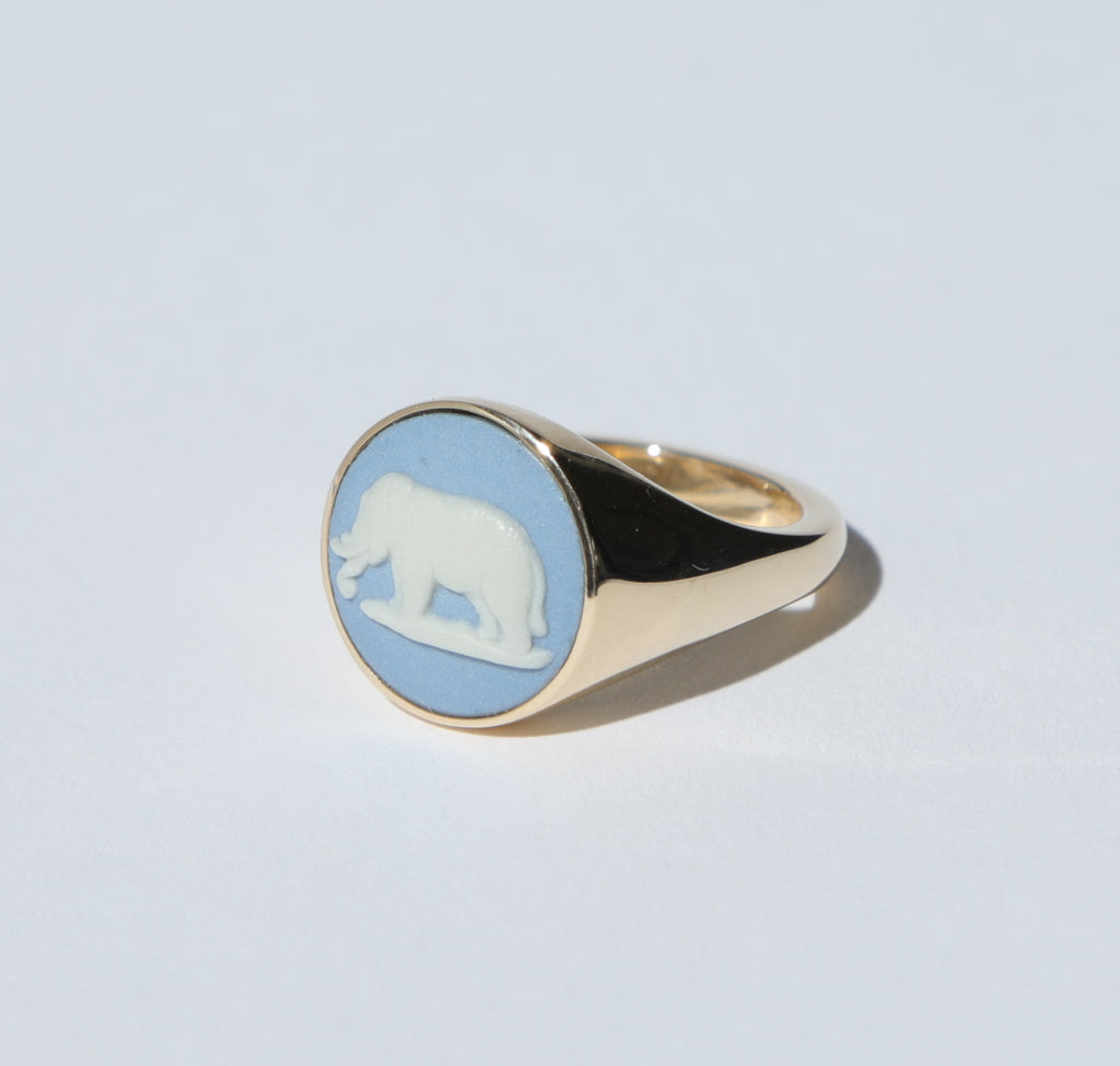 WEDGWOOD BLUE/WHITE ELEPHANT SIGNET RING