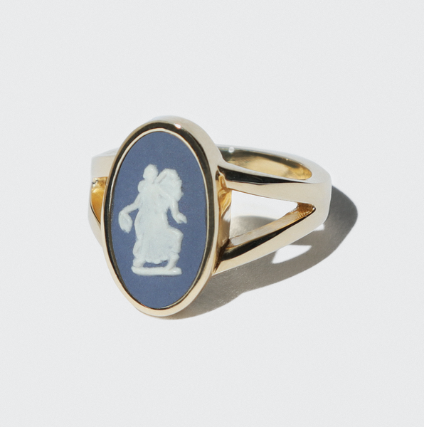 WEDGWOOD NAVY/WHITE FAIRY GOLD RING