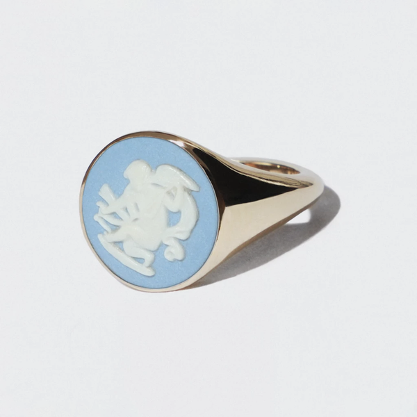 WEDGWOOD BLUE/WHITE GOLD CHERUB RING
