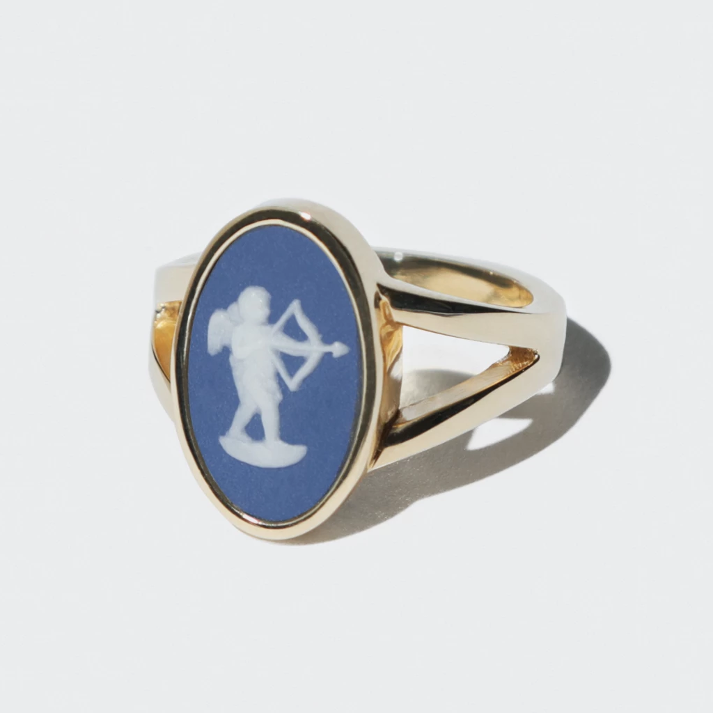 WEDGWOOD PORTLAND BLUE/WHITE CUPID RING