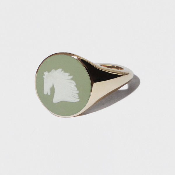 WEDGWOOD HORSE HEAD GREEN AND WHITE GOLD RING