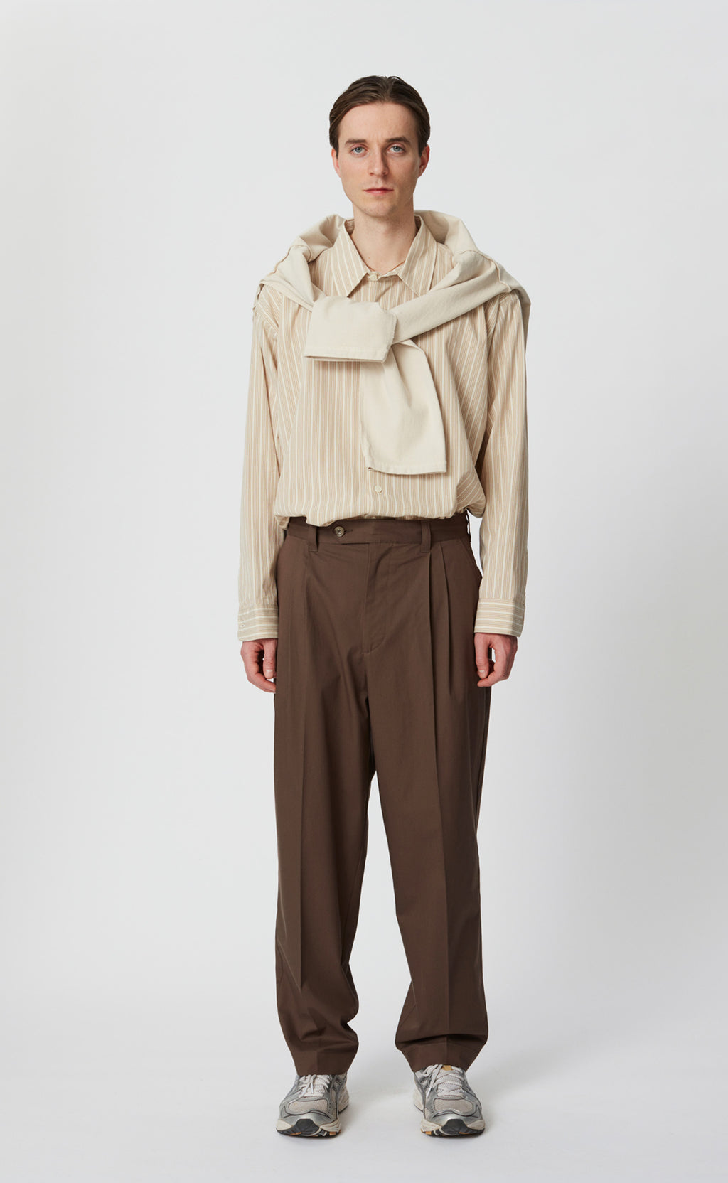 SCENE TROUSERS - BROWN