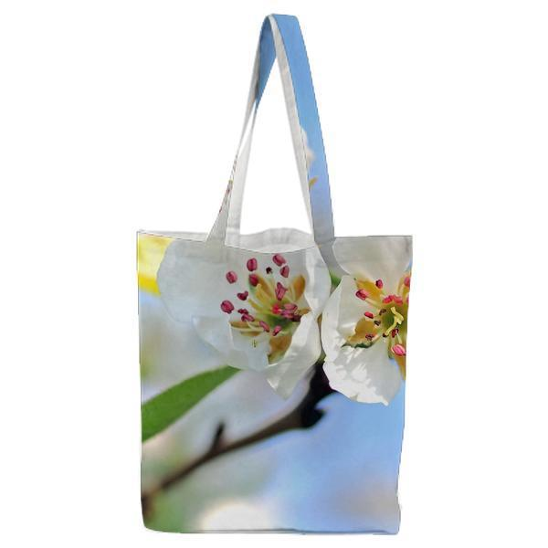 Closeup Photo Of White Petaled Flowers Red And Yellow Stigma Tote Bag