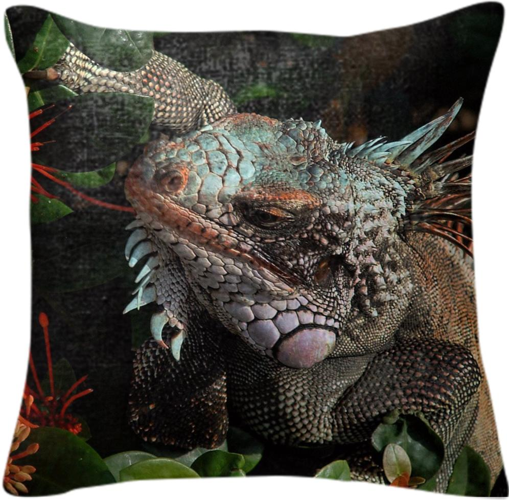 Iguana VI On The Move Pillow